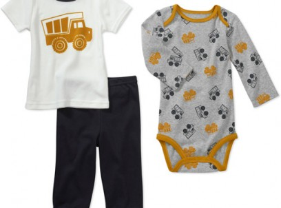 מארז בגד גוף, חולצה ומכנס לתינוק NB של Carter's – משאיות – אחרון במלאי!
