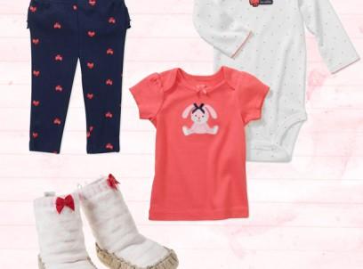 מארז מתנה לתינוקת הכולל בגד גוף, חולצה, מכנס לתינוקת ונעלי מגף של Carter's במידת NB