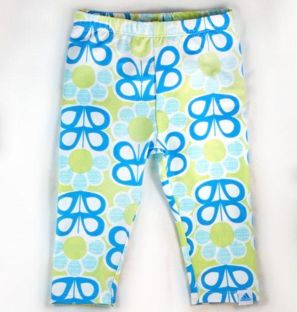 מכנסי טייץ לילדה מבית Adidas – פרפרים כחולים צהובים